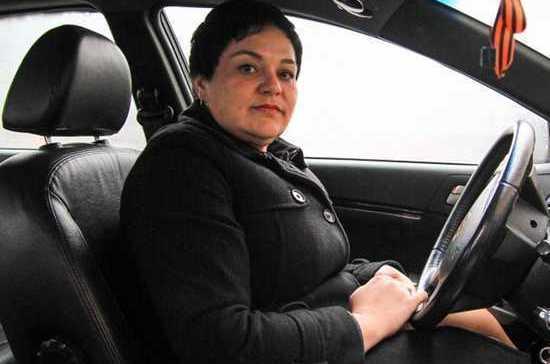 Женщина-таксист Ростова рассказала о реакции пассажиров, которым она вернула забытые 4 млн рублей