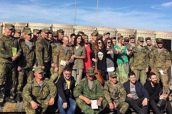 Российские артисты провели новогодний концерт на авиабазе Хмеймим