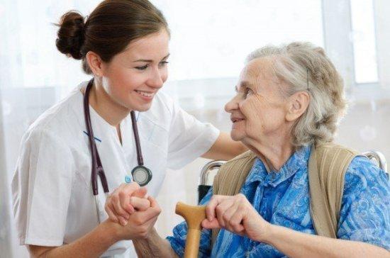 Гериатрическую помощь пожилым пациентам включили в ОМС