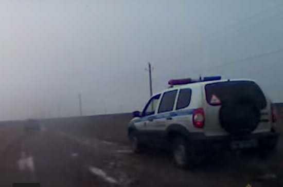 В Волгоградской области полицейские сняли на видео погоню со стрельбой за пьяным «гонщиком»