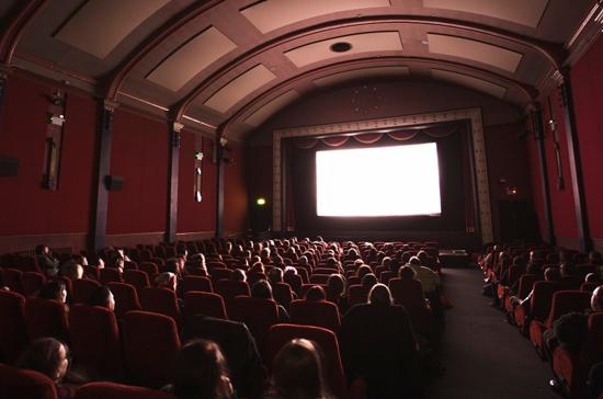 В потребительскую корзину могут войти билеты в кино