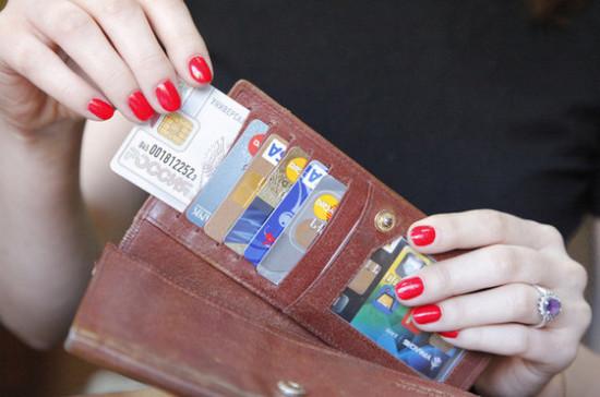 Блокировку банковских карт предлагают узаконить