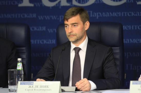 Запрет российских передач в Молдавии является деструктивным шагом, заявил Железняк