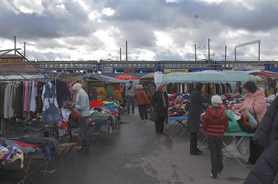 На минских рынках пенсионерам и инвалидам дали бесплатные торговые места