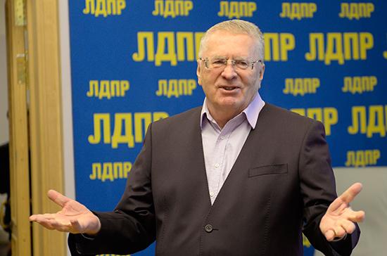Жириновский поддержал россиян, желающих судиться с Apple из-за ограничений работы IPhone