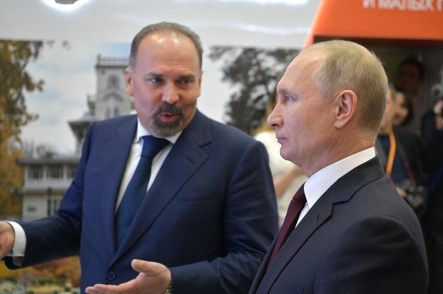 Путин угостил чиновников пастилой в Коломне