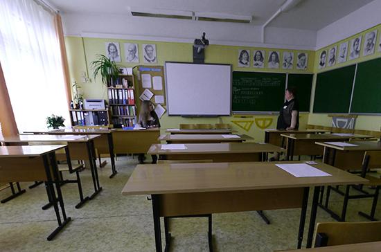 Ученик пытался пронести в московскую школу ножи и бензин