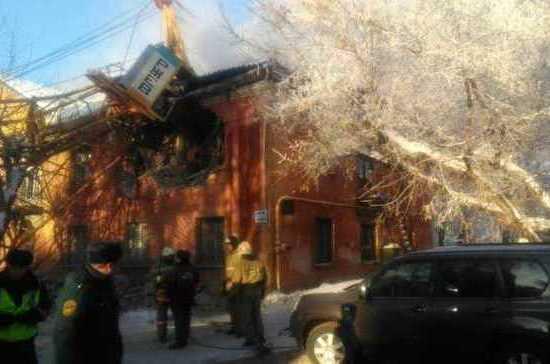 В Кировской области строительный башенный кран рухнул на жилой двухэтажный дом