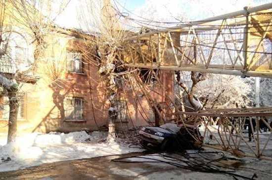 СК Кировской области проводит доследственную проверку после падения башенного крана на жилой дом