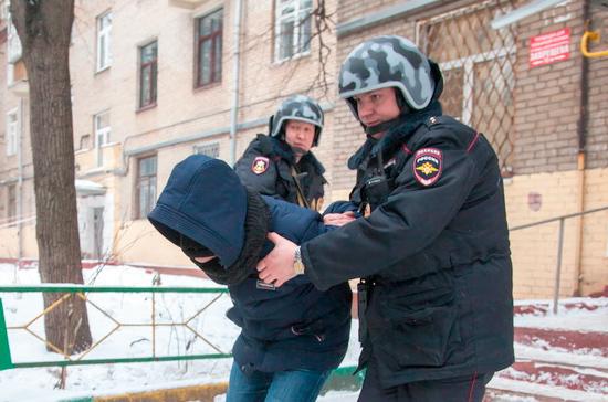 СК Башкирии расследует избиение полицейских пьяным мужчиной бутылкой шампанского и телефоном