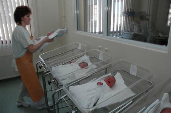 Росстат сообщил о снижении рождаемости в России в 2017 году