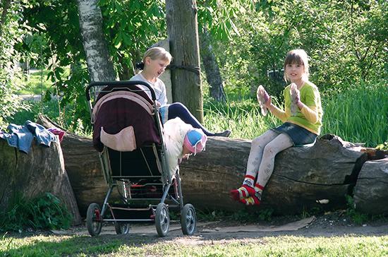 В России увеличат период ухода за ребёнком, засчитываемый в страховой стаж