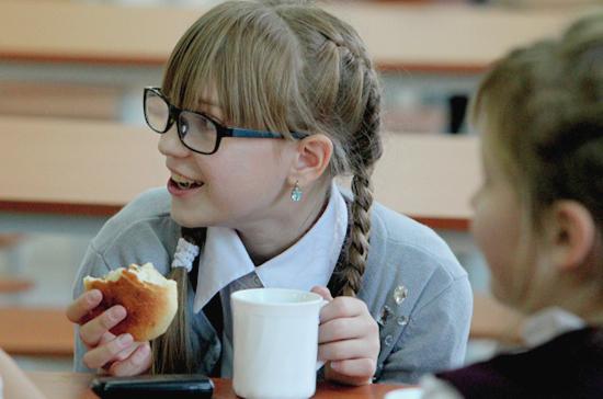 Завтраки и обеды детей улучшат с помощью закона