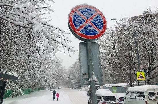 Автомобилистам могут разрешить парковаться на велодорожках в снегопад