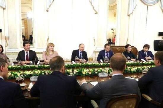 Путин предложил создать отечественную платформу онлайн-торговли