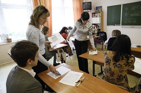 Российские школьники будут сдавать ЕГЭ в один день