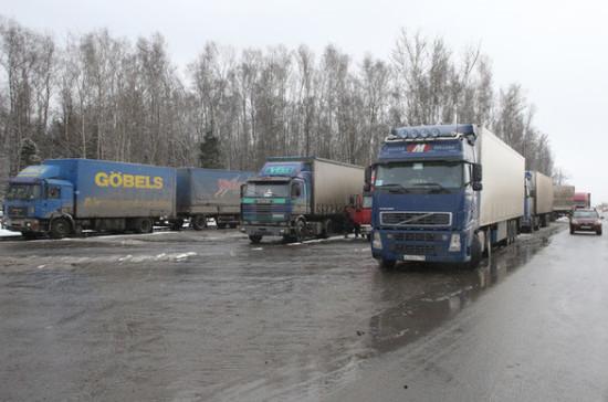 Дальнобойщикам из ЕАЭС позволят брать попутный груз в России