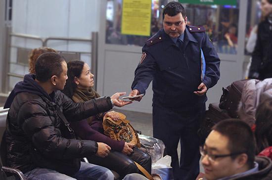 МВД определит порядок депортации иностранцев из России
