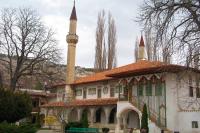 Ханский дворец спасают от разрушения, а украинская баба-яга против