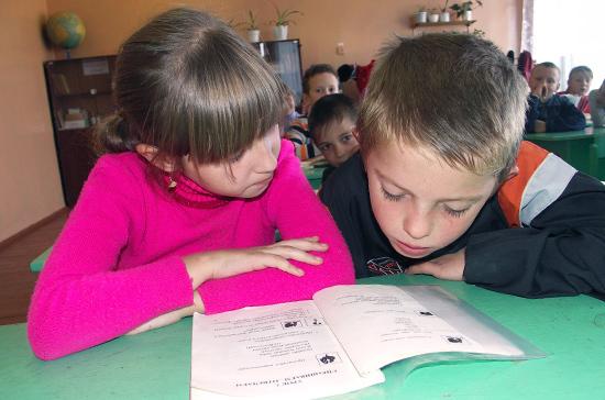 Путин поручил запустить вРФ проект попрофориентации школьников в 2018-ом