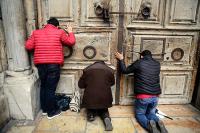 Паломники не смогли попасть в главную христианскую святыню