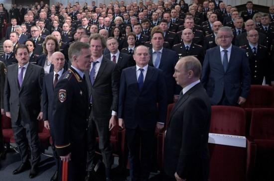 Путин предложил упростить работу следователей по прекращённым делам