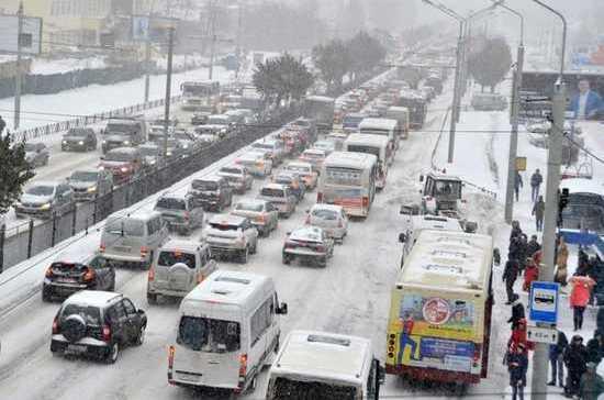 Губернатор извинился перед жителями Ярославля за пробку и велел тестировать светофоры в выходные дни