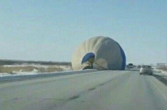 СК Тюменской области начал проверку по поводу приземления на трассу воздушного шара