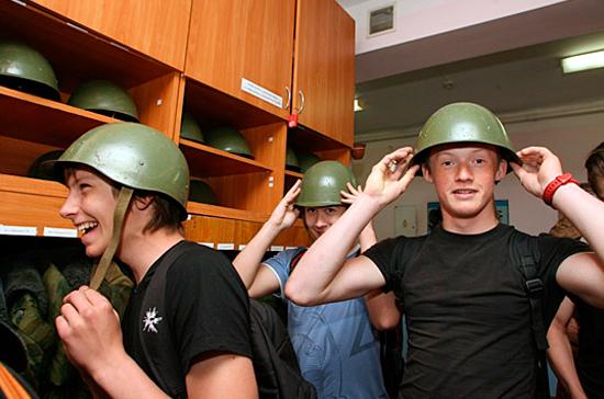 Россиян призовут на военные сборы