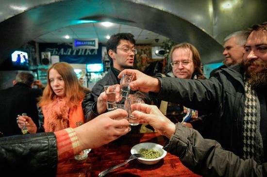 Контрафактный алкоголь исчезнет из рюмочных