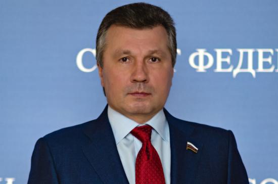 Васильев: новые санкции США против России направлены на ограничение конкуренции