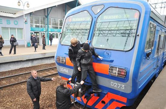 В Москве начата проверка гибели подроста-зацепера, упавшего с крыши скоростного поезда «Ласточка»