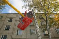 Программа расселения из аварийного жилья завершена в 71 регионе, заявил Медведев