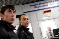Мигрантов обяжут купить страховку при въезде в Россию