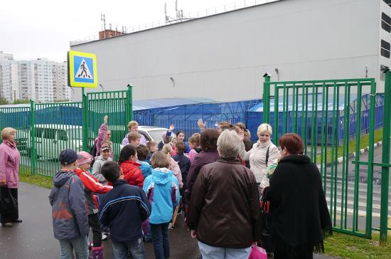 Театральные афиши запретят расклеивать вблизи школ, детских поликлиник и домов творчества