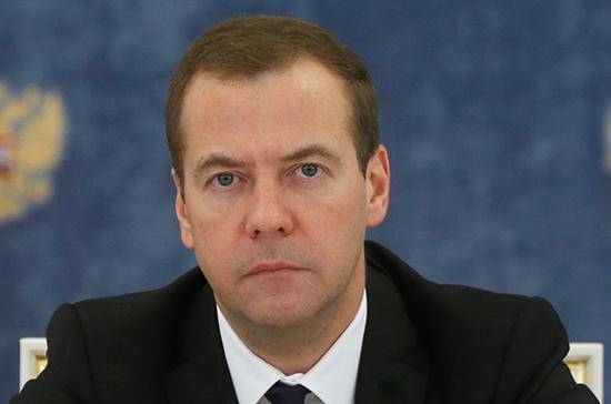 Медведев: властям и бизнесу следует найти общие ответы на санкции США