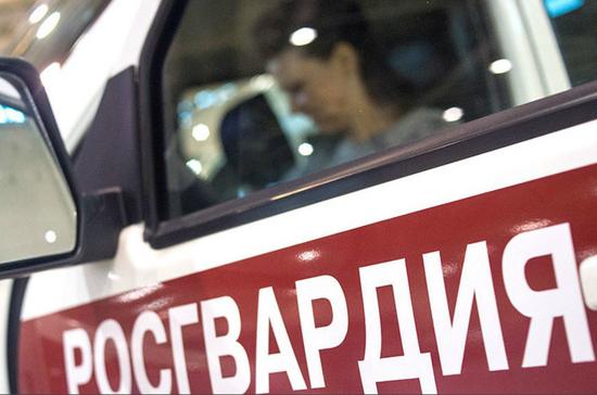 В Уфе наградили росгвардейцев, которые с риском для жизни спасали людей из воды и огня