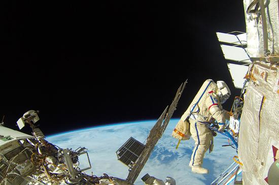 США предложили России выходить в космос в американских скафандрах