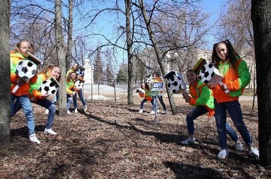 В Казанском парке появились скворечники с футбольными мячами и флагами стран-участниц