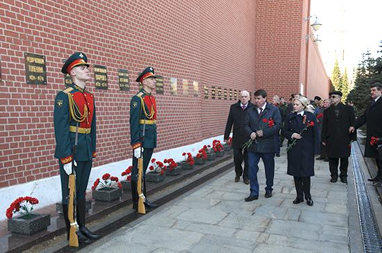 Сенаторы почтили память освободителей Крыма