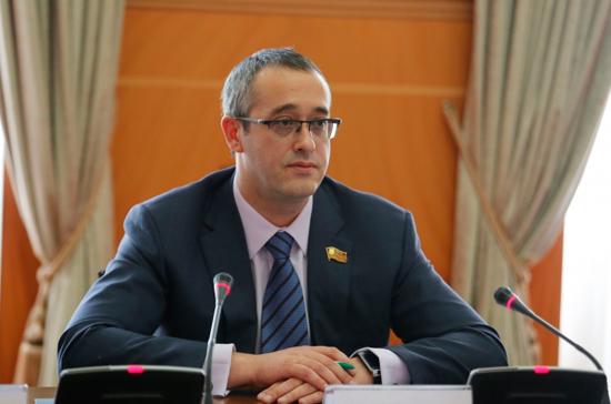 Мосгордума продолжит работу с омбудсменом в интересах москвичей, заявил Шапошников