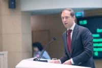 У государства пока нет задачи поддержать «Русал» за счёт закупок продукции, заявил Мантуров
