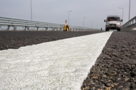 Строители завершили укладку дорожного покрытия на Крымском мосту
