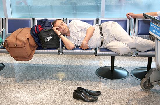 Картинки по запросу В аэропортах спать запрещено.