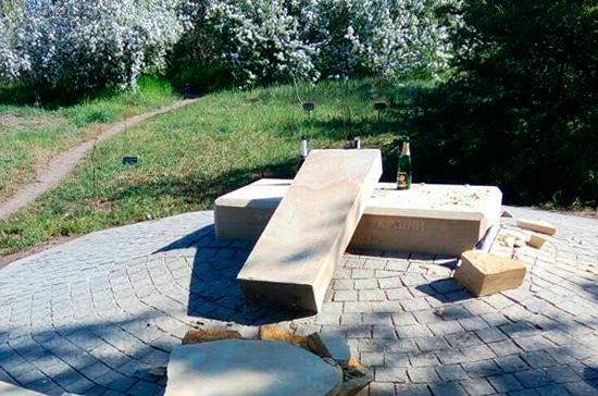 В Запорожье разбили памятник воевавшим в Донбассе украинцам