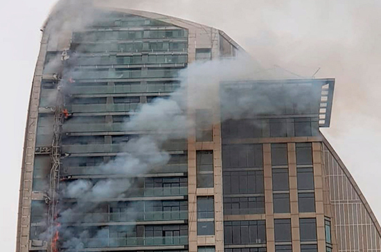 В Баку горит небоскрёб