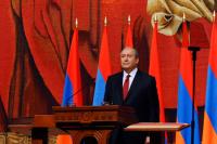 Президент Армении встретился с представителями власти и оппозиции