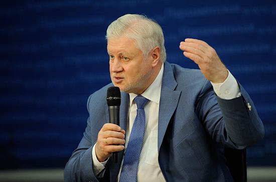 России нужно перейти на почасовую оплату труда, заявил Миронов