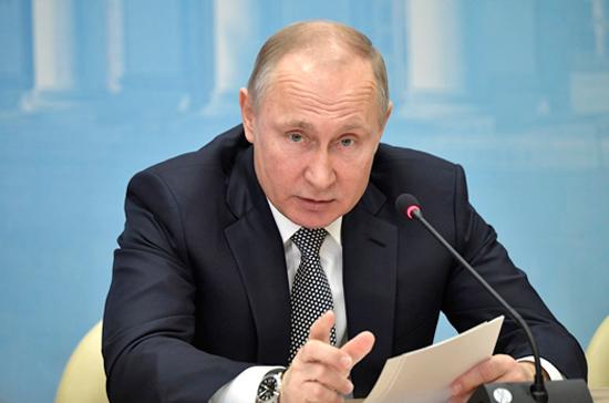 Путин поблагодарил правительство за работу