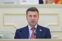 Выборный назвал Медведева ярким борцом с коррупцией